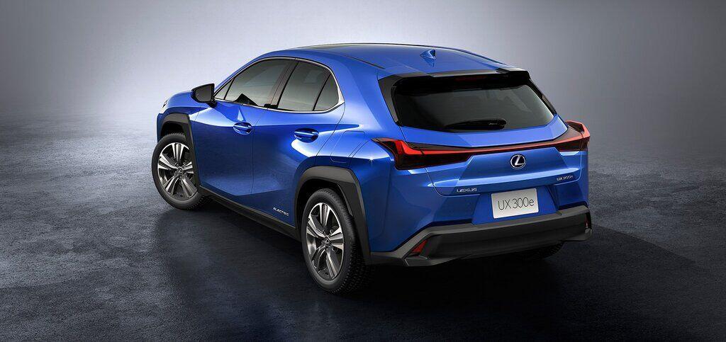 Электрический кроссовер Lexus UX 300e 2020