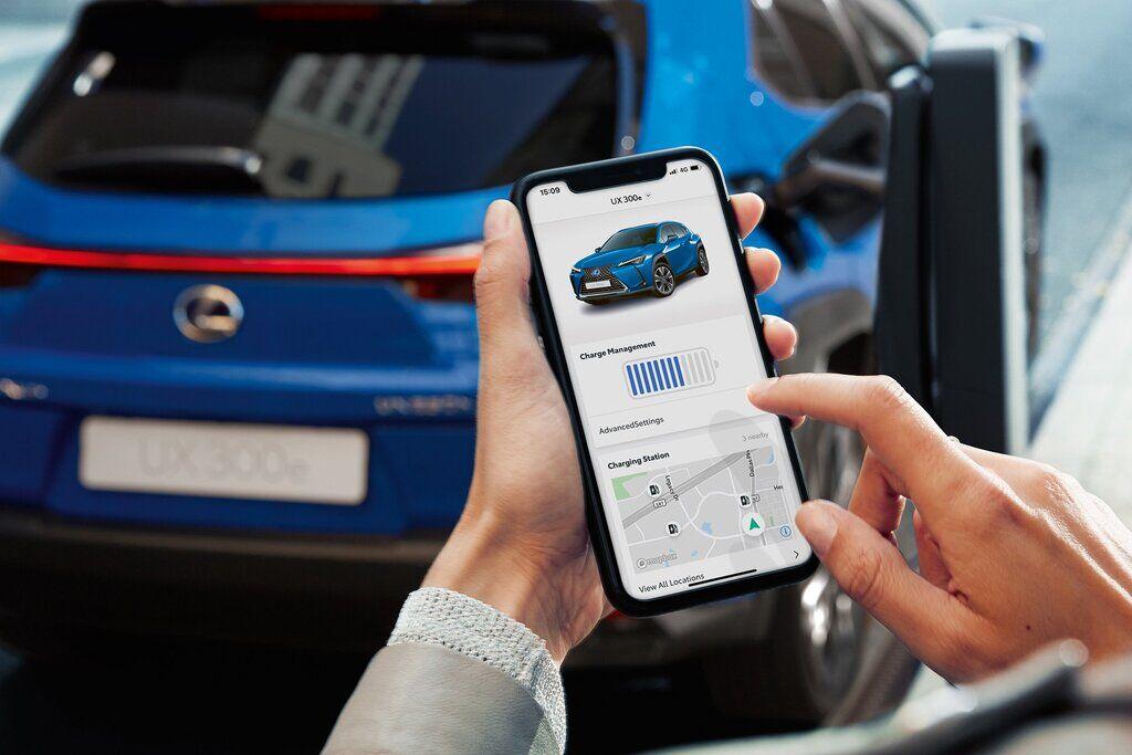 Отдельное приложение позволит отстеживать важные параметры Lexus UX 300e