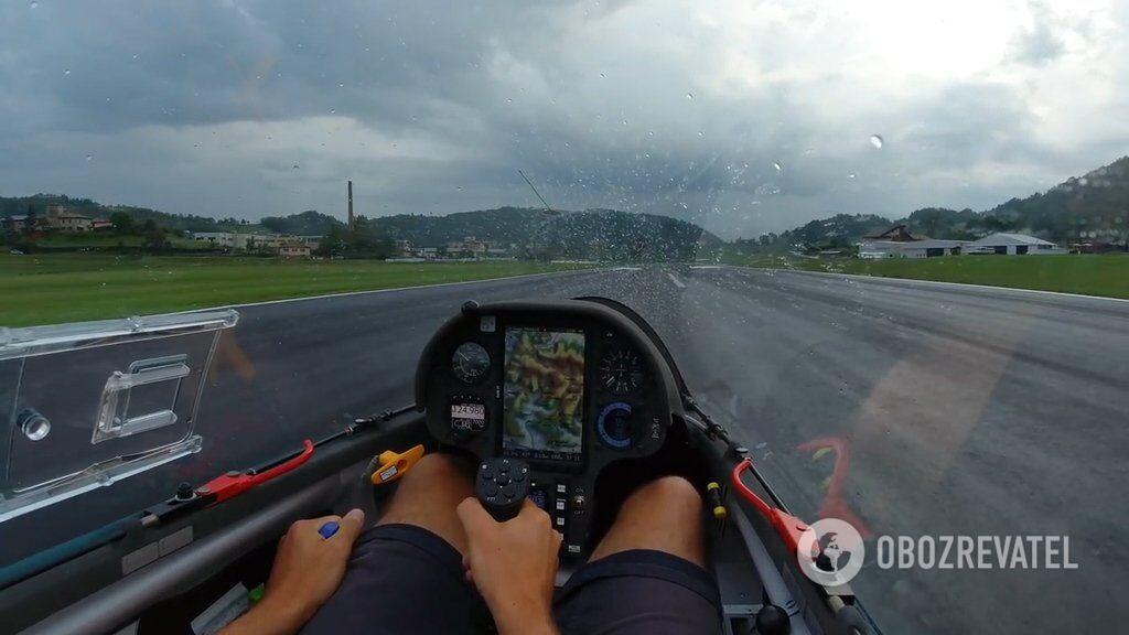 Політ в дощовий день