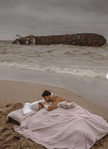 Фотосесія на тлі затонулого корабля в Одесі