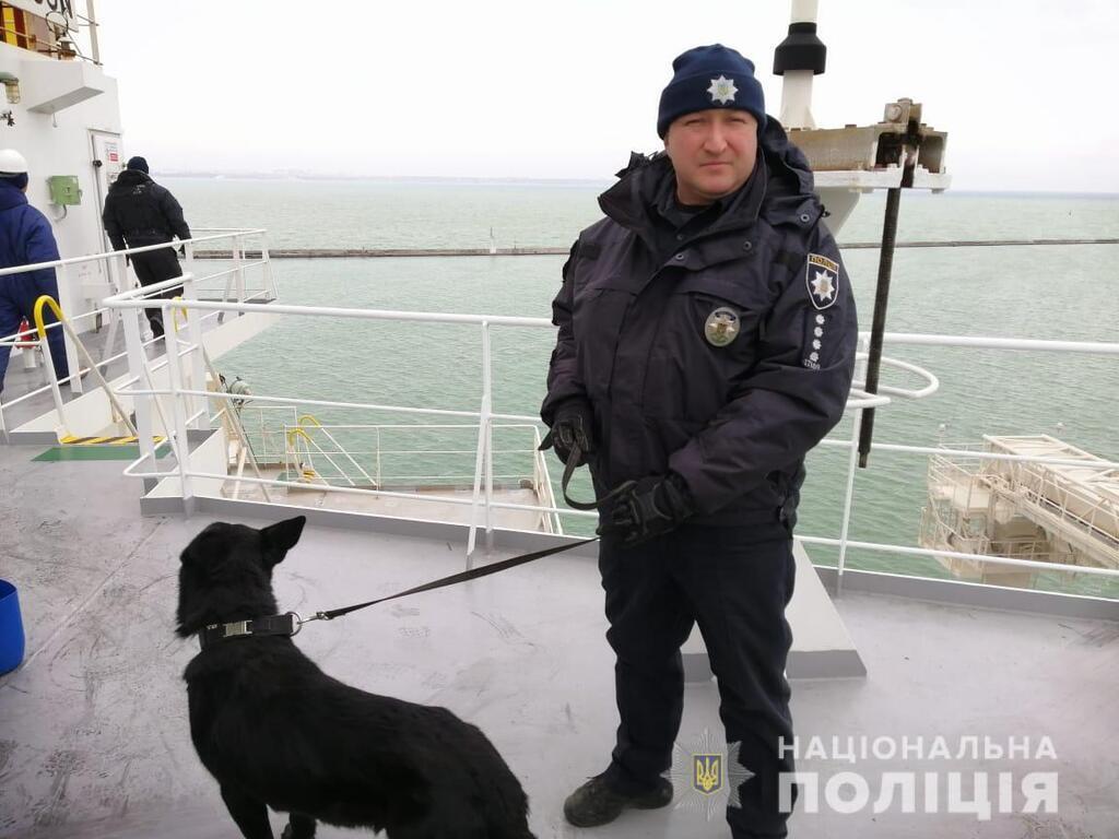 В Одесі поліція перевіряла повідомлення про мінування судна