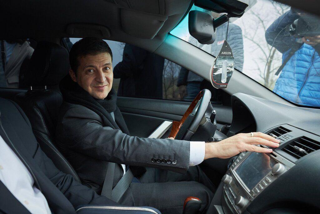Раніше Зеленський звертався до українців, сидячи за кермом автомобіля