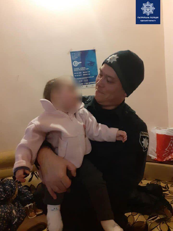Копы спасли малышку, брошенную мамой под наркотиками