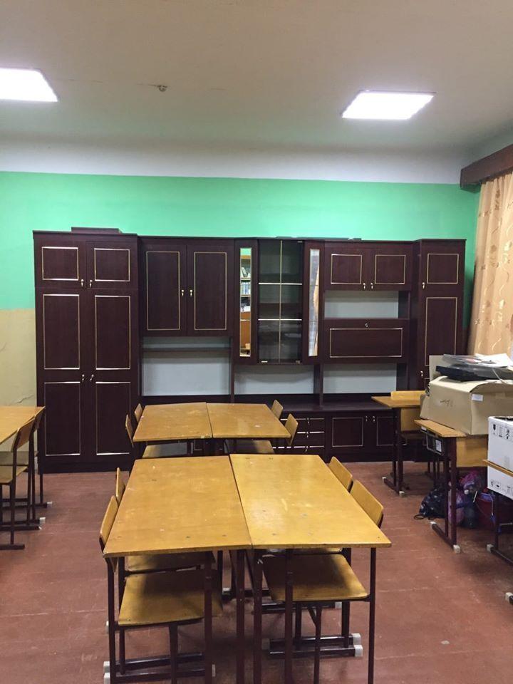 Меблі, які купили у клас