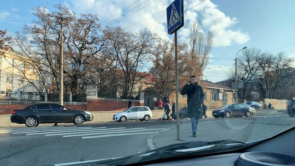 У Дніпрі дівчина потрапила під колеса авто