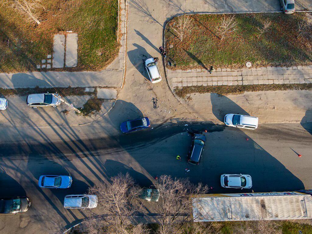 В Днепре три авто устроили жесткое ДТП на перекрестке
