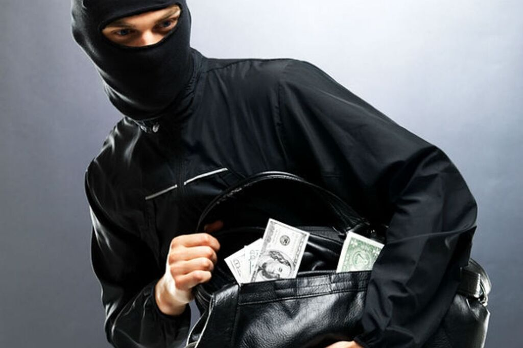 Грабіжник забрав сумку з грошима (ілюстрація)