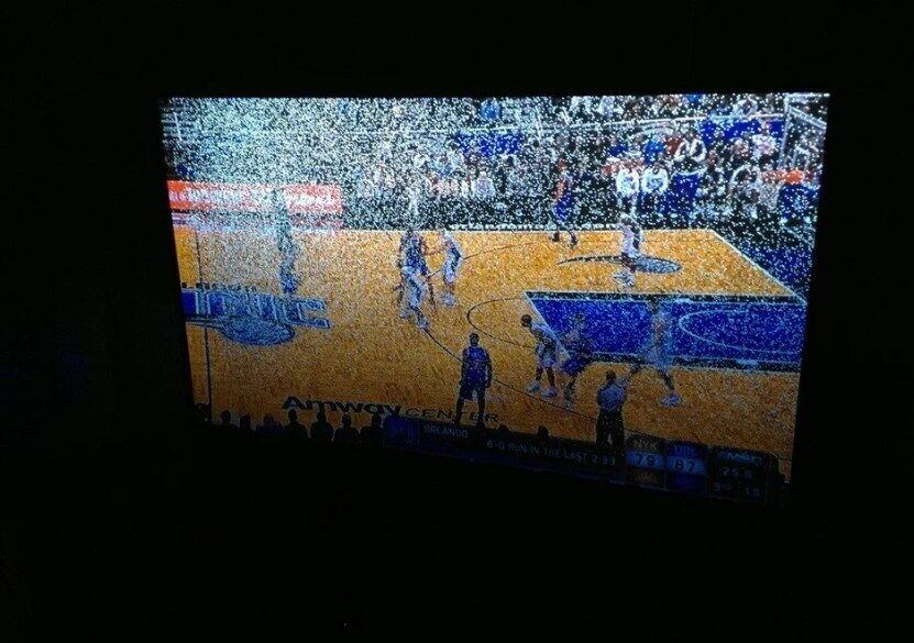 Дефектные пиксели выглядят как черные или белые точки на экране