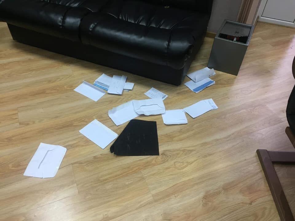 У обікраденому офісі НСЖУ сейф зламали, а документи розкидали