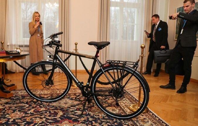 Велосипед, який подарували Зеленському, коштує 2490 євро
