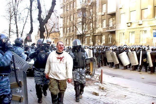 """В Україні відпустили підозрюваного командира """"Беркута"""""""