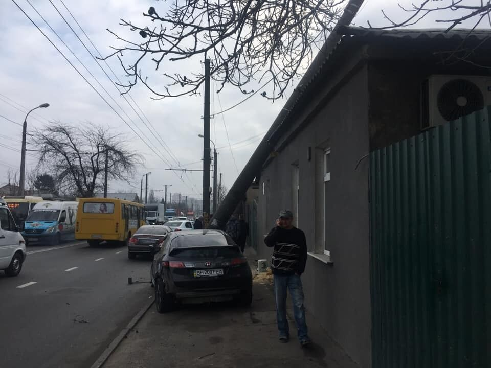 В Одесі зірвиголова на Honda залишив людей без світла