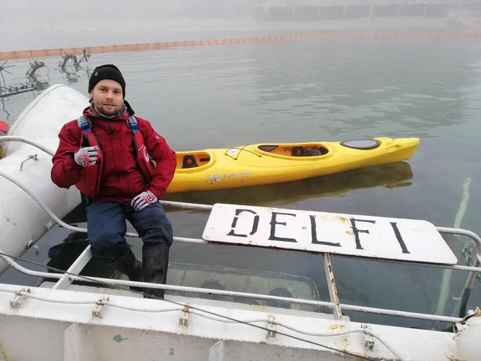 """Одесские экстремалы залезли на затонувший танкер """"Делфи"""""""