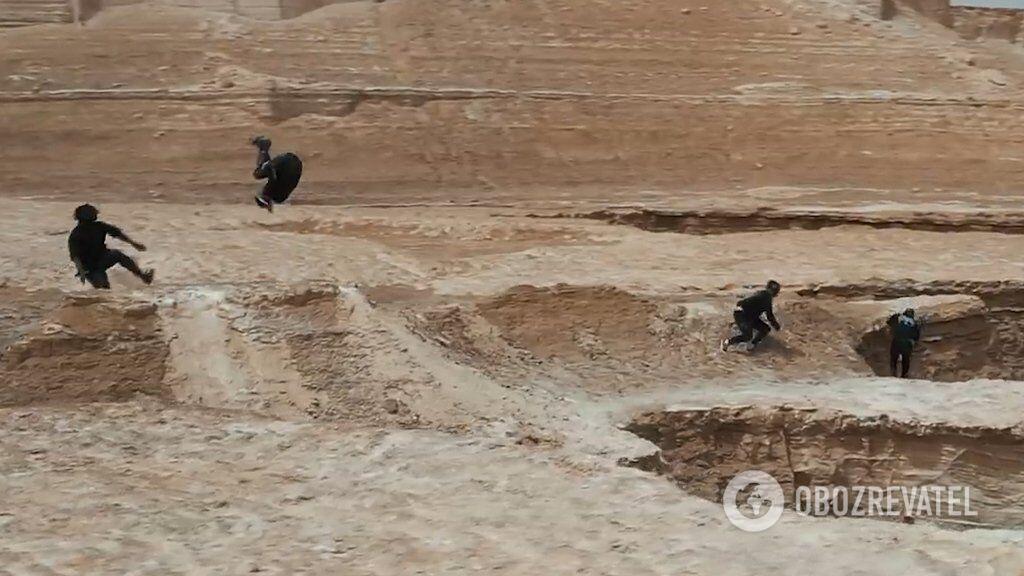 Паркуристы в пустыне