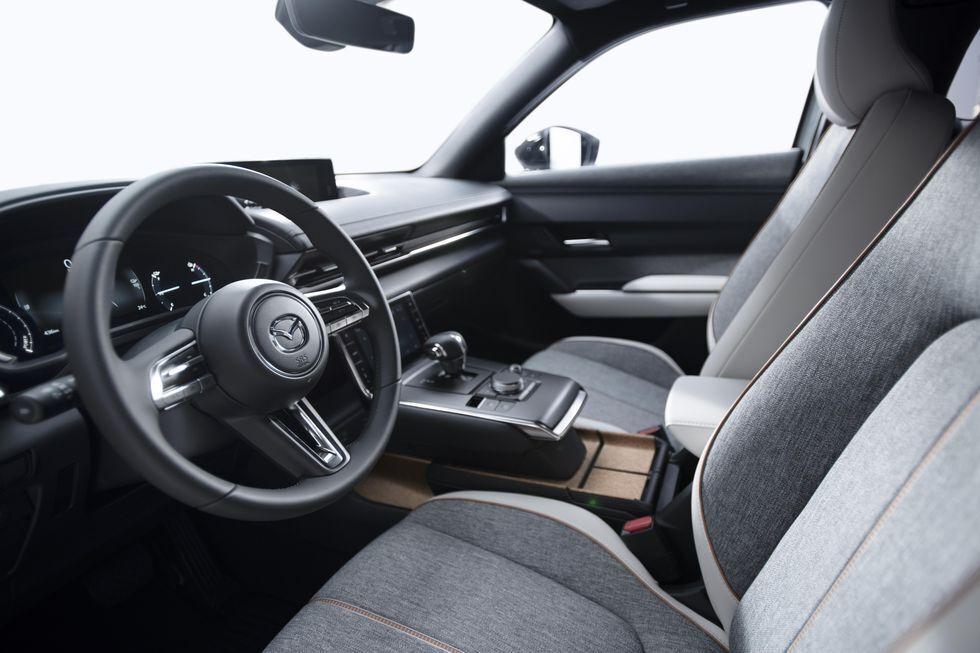Електромобіль Mazda MX-30