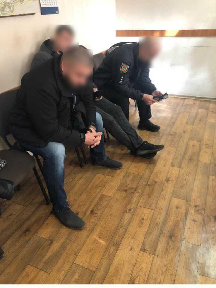 Копи-садисти побили одесита в наручниках