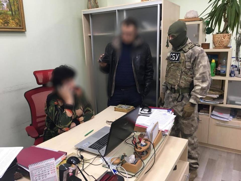 Завод Фирташа погорел на хитрой схеме поставок в Крым