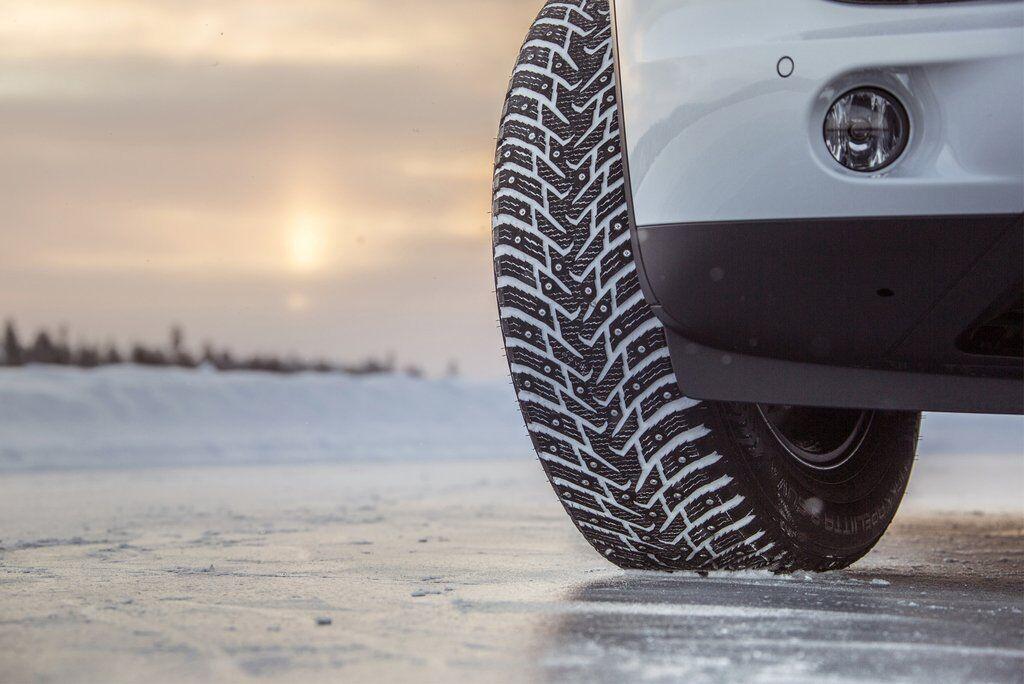 Использовать зимние шины в теплое время года небезопасно