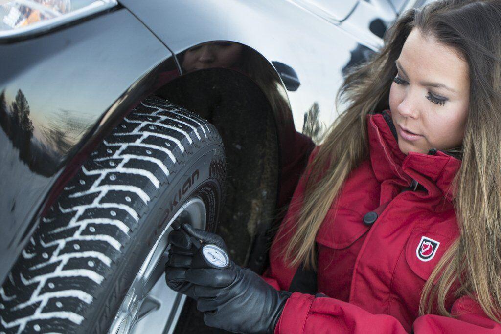 Давление в шинах должно соответствовать рекомендациям автопроизводителя