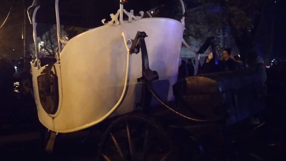 Карета, яку тягнув кінь у Львові
