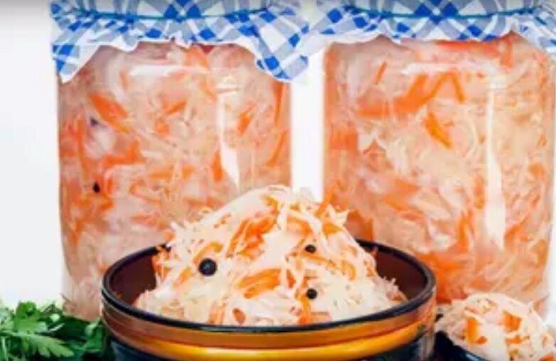 Рецепт дуже смачної і швидкої капусти на зиму
