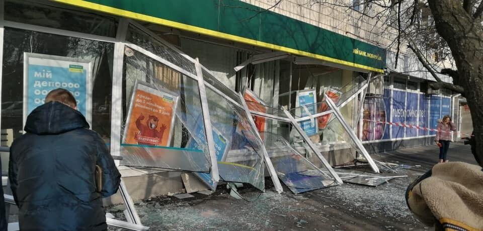 Банк после взрыва