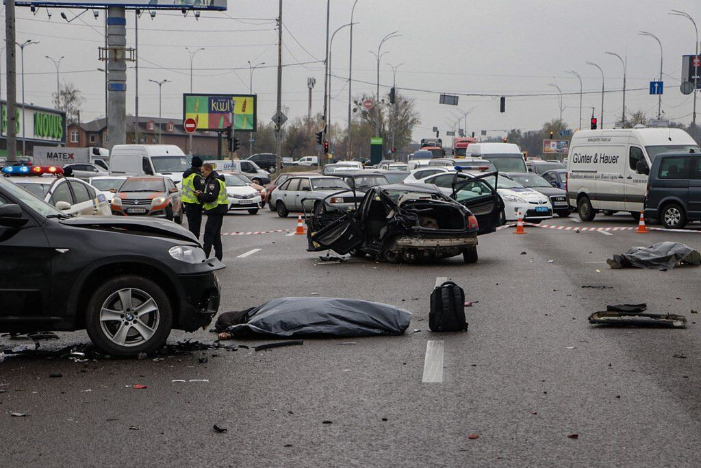 В Киеве на Окружной дороге, недалеко от поворота на улицу Стеценко, 4 ноября произошло кровавое ДТП