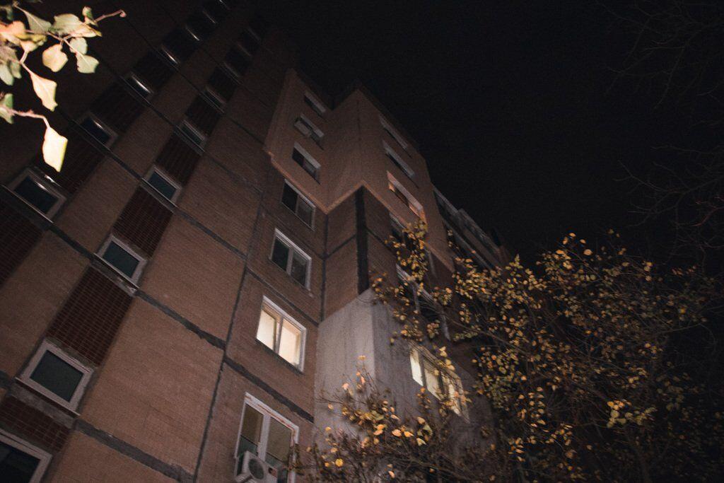 В ночь на 4 ноября в Подольском районе Киева, на проспекте Свободы, во время распивания алкоголя мужчина порезал горло друга болгаркой
