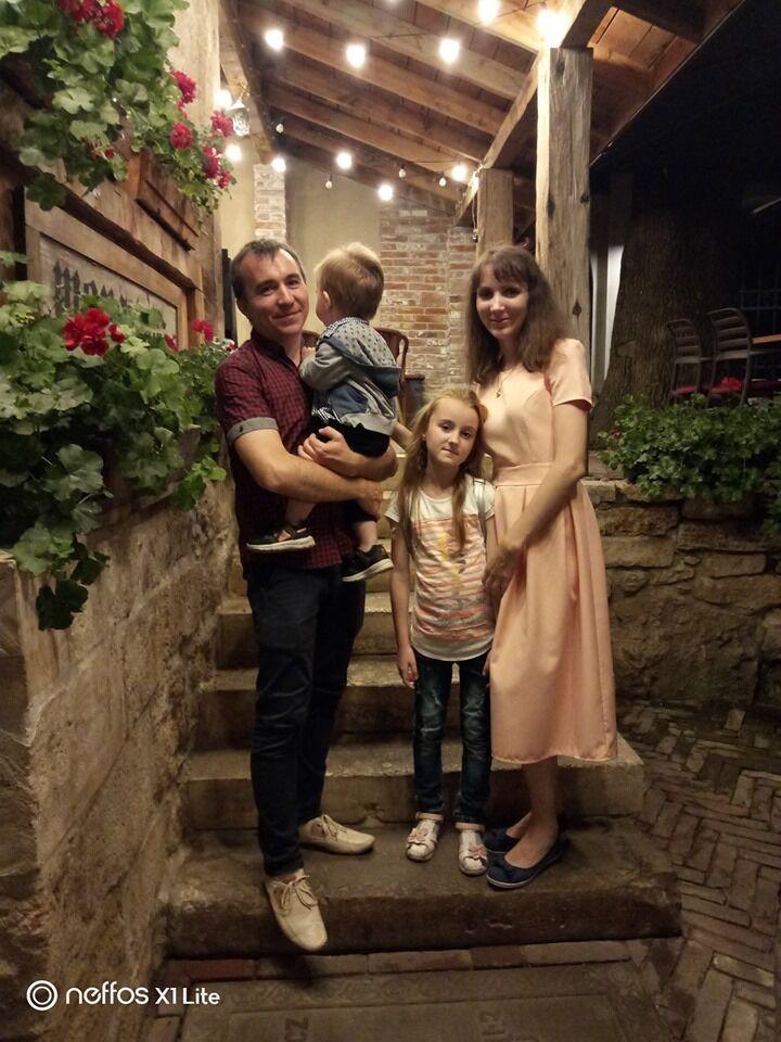 В семье Олега двое маленьких детей