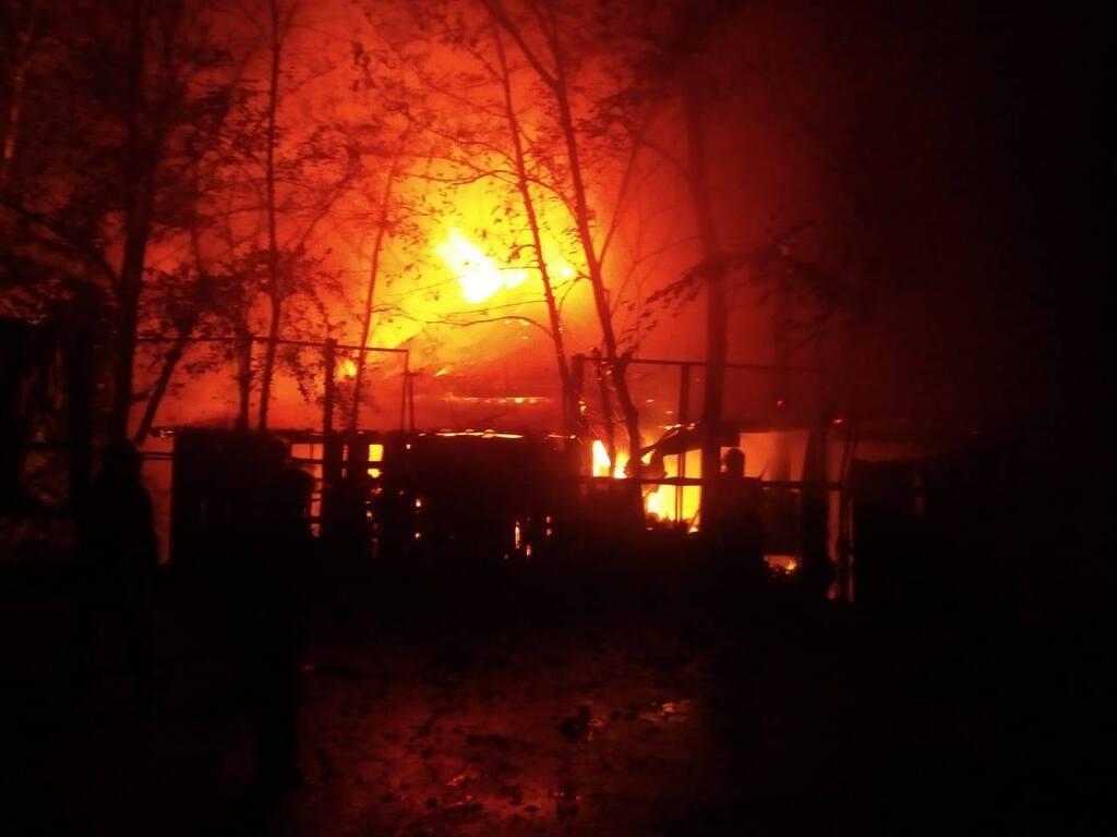 В Ривне вспыхнул крупный пожар в ресторане