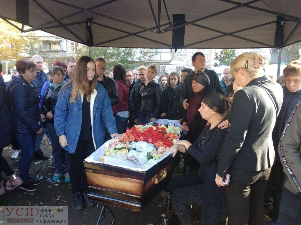 Похороны 14-летней Дарьи Дробот