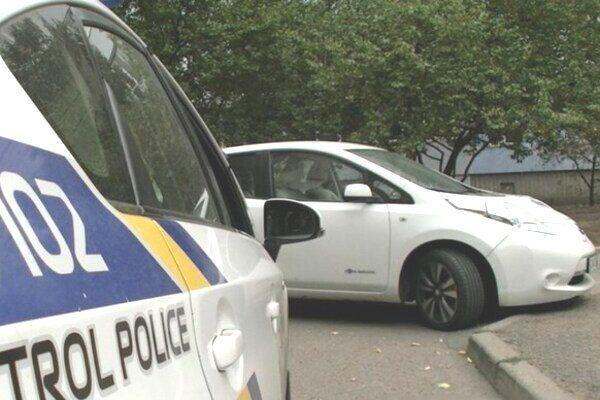 Мужчину застрелили в его собственном автомобиле Nissan Leaf