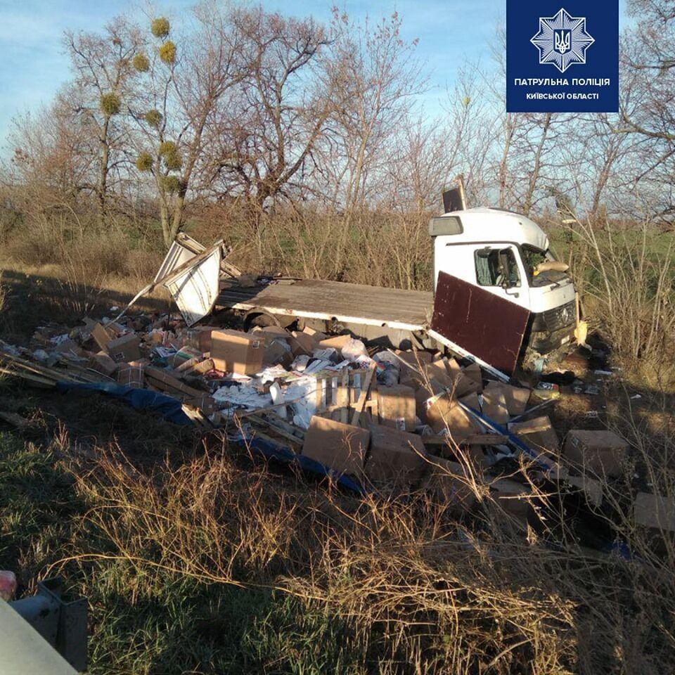 В среду утром, 6 ноября, на 100-м километре автодороги Киев-Харьков произошло масштабное ДТП
