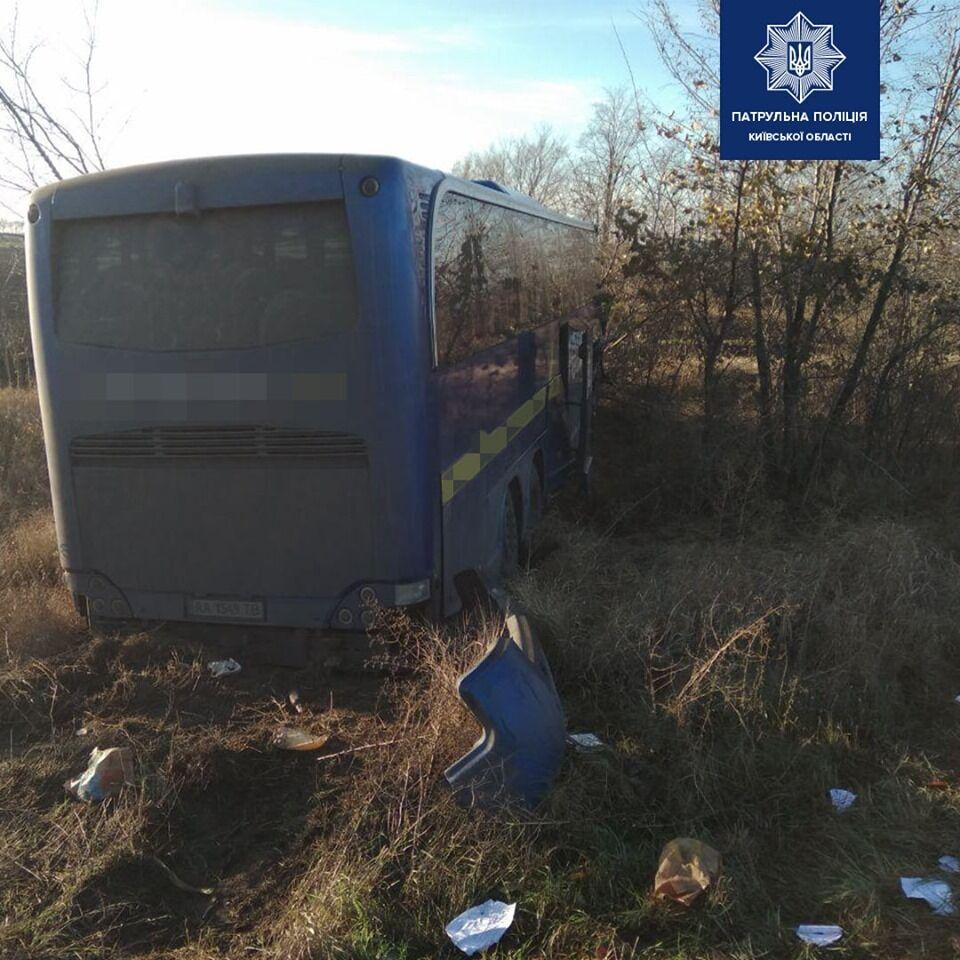 На Киевщине автобус с 32 пассажирами влетел в грузовик