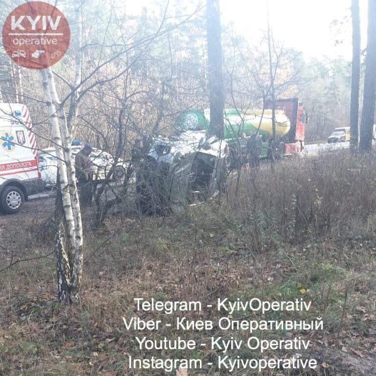 Водитель авто KIA неудачно подрезал грузовик