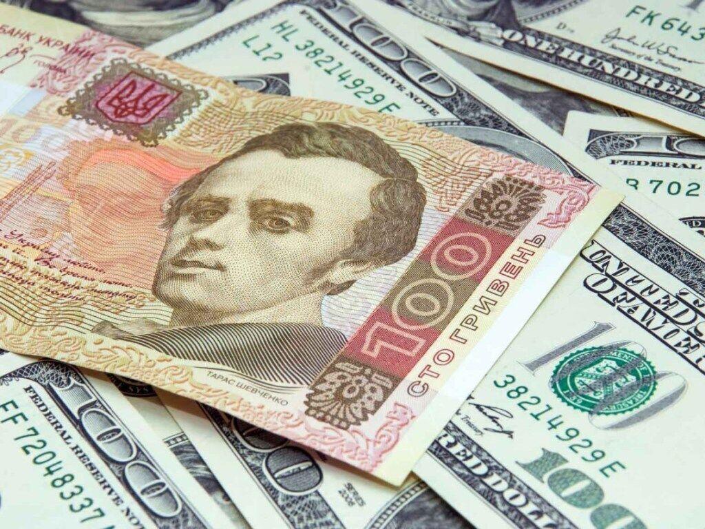 Коли продавати долари: економіст дав пораду українцям