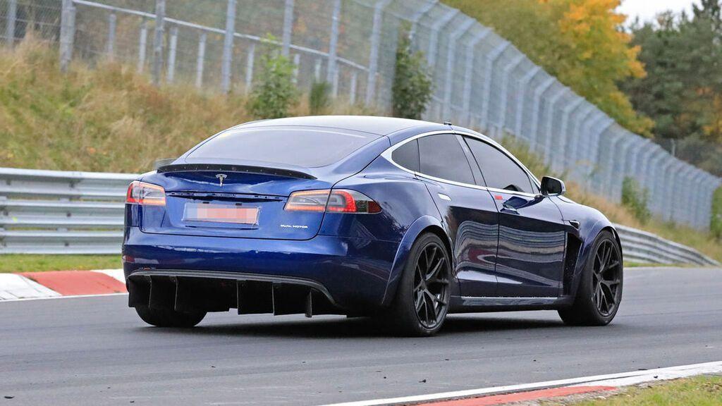 Tesla Model S Plaid на трасі в Нюрбургринзі