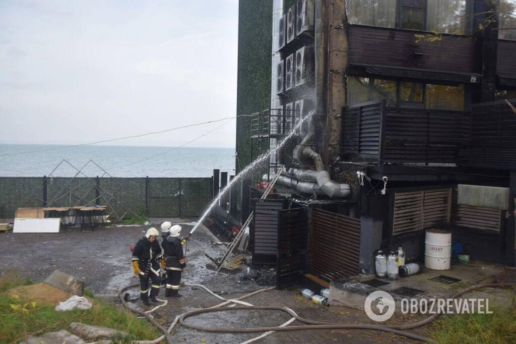 В Одессе произошел пожар в гостинице: первые детали и фото