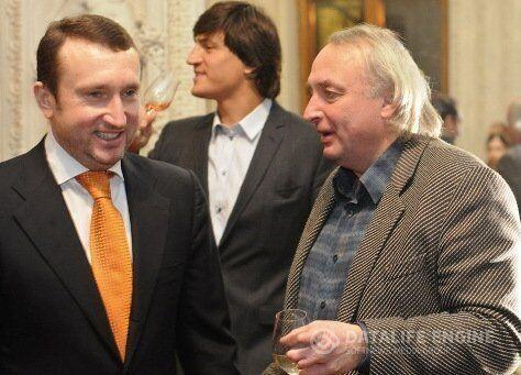 Игорь Сало (крайний слева)