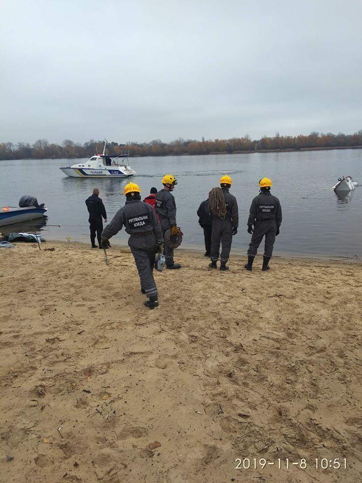 В Оболонском районе Киева в пятницу, 8 ноября, между Собачьим устьем и Верблюжьим заливом затонуло судно