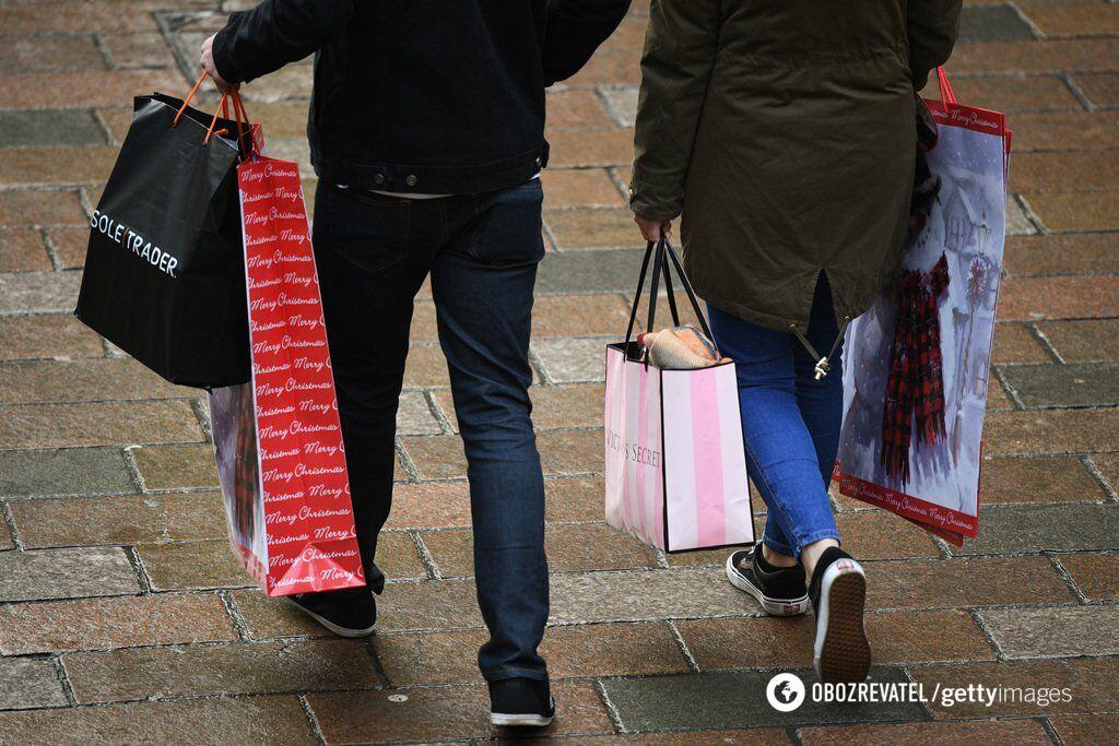 Продавцы часто сбывают залежавшиеся товары и последние размеры