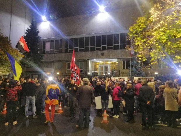 Протесты под посольством Польши в Киеве