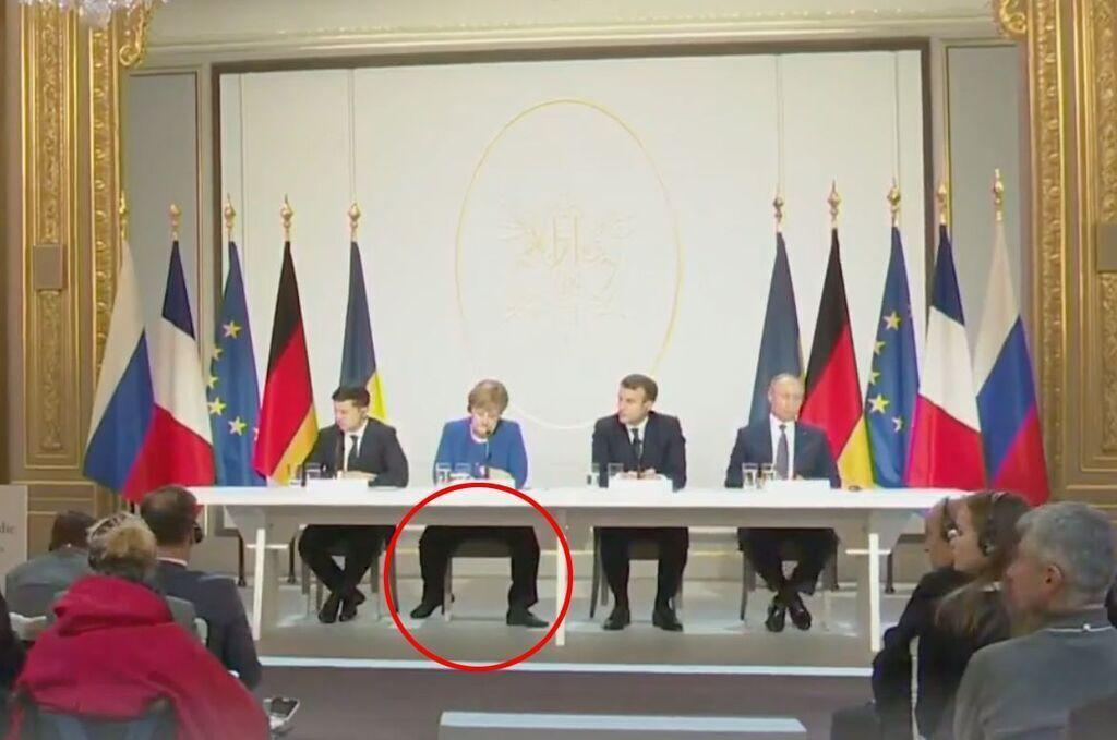 Необычная поза Меркель рассмешила сеть