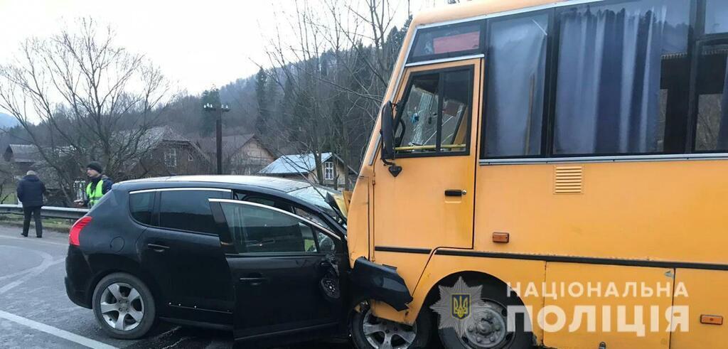 На Львовщине попал в аварию автобус с детьми