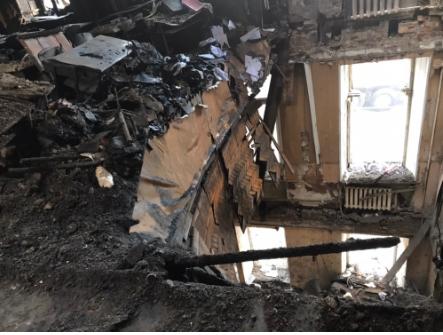 Перекрытия в здании рухнули