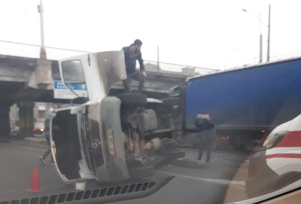 Появилось видео с моментом жесткого ДТП с переворотом в Днепре