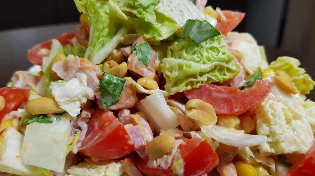 Салат с арахисом