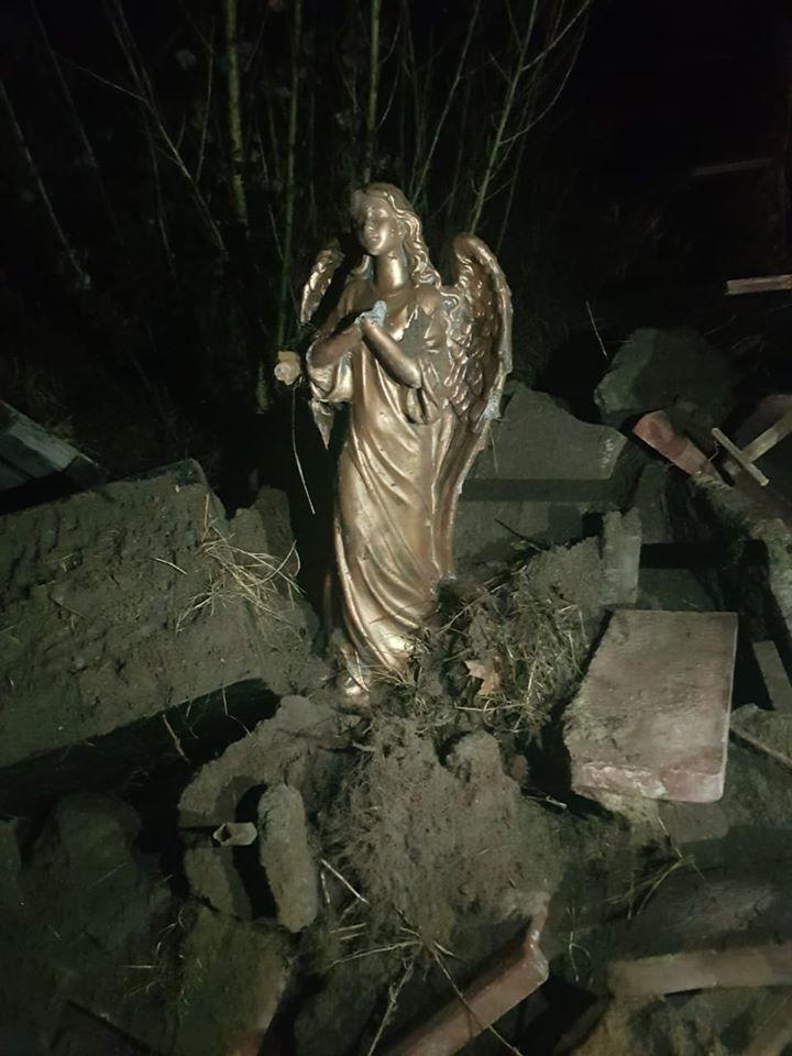 Похитили и бросили в помойку: под Киевом поиздевались над памятником Героям АТО