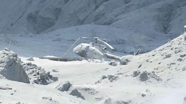 На острові Вайт-Айленд у Новій Зеландії 9 грудня трапилося виверження вулкану. Вертоліт на місці події