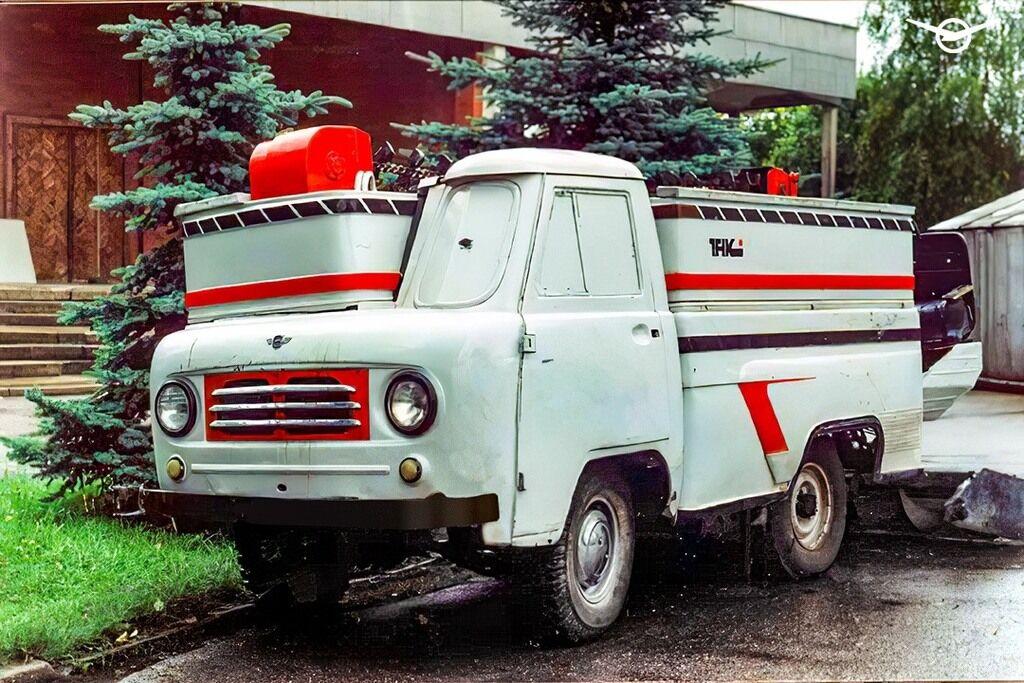 Ледозаливочный комбайн на шасси УАЗ 60-70-х годов